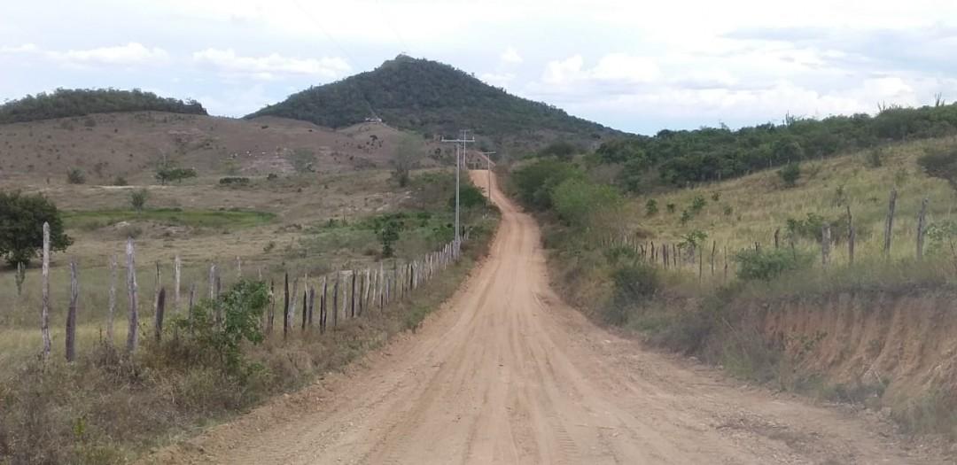 Estrada do Monte recebe serviço de patrolamento