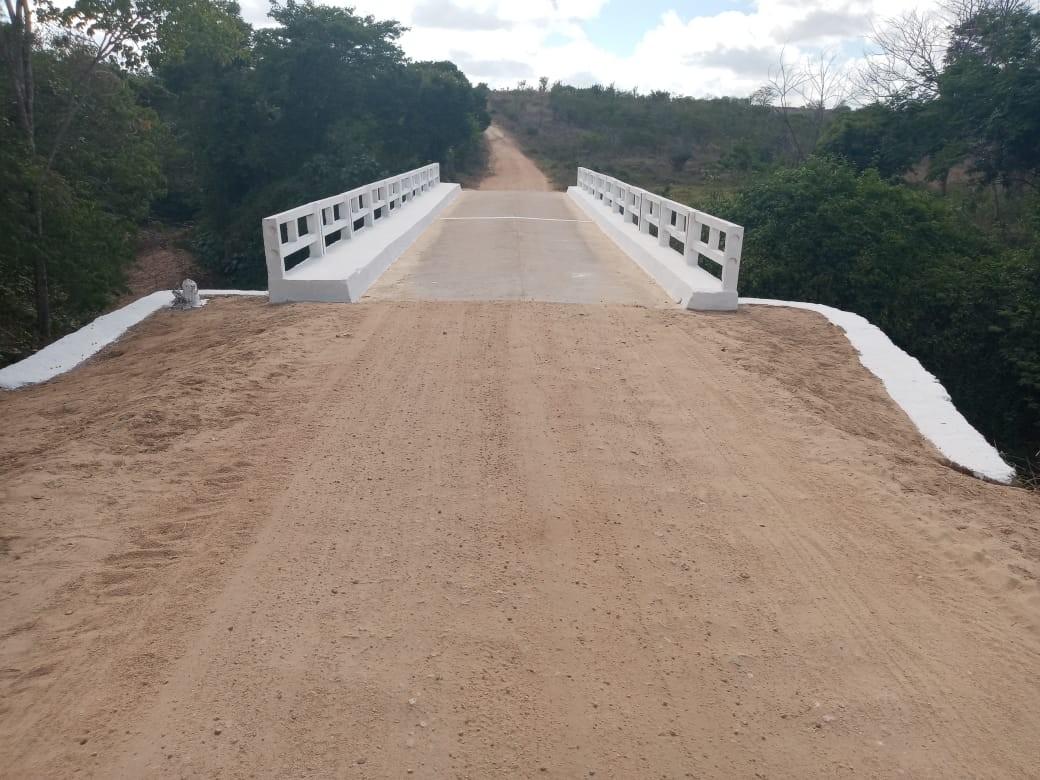 Prefeitura recupera ponte e estrada, que liga Mairi a Bonsucesso