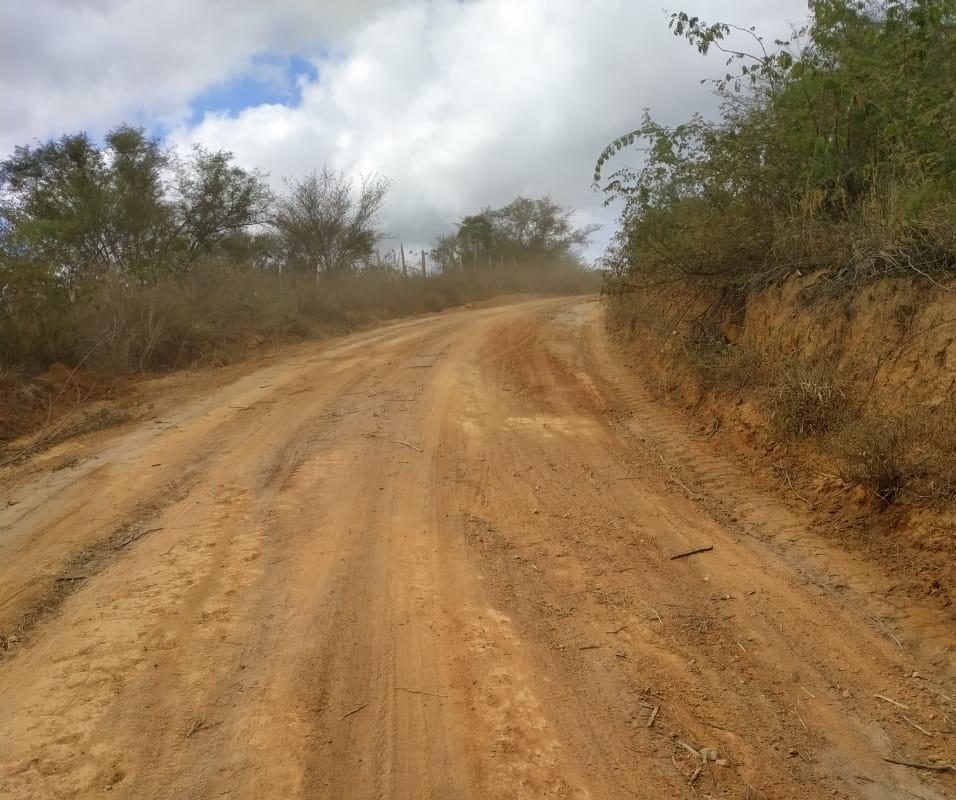 Prefeitura recupera estrada entre Alagoinhas e Angico