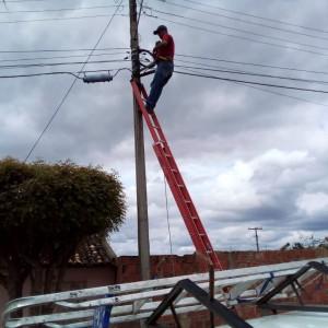 Bairro do Coqueiro recebe serviços de iluminação pública