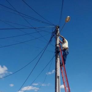 Prefeitura realiza manutenção da iluminação pública do distrito de Aroeira e região