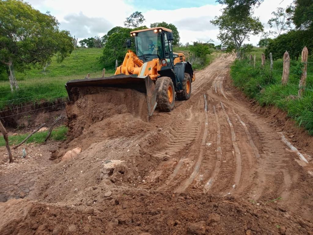 Prefeitura recupera estradas vicinais danificadas pela chuva na região de Boa Paz