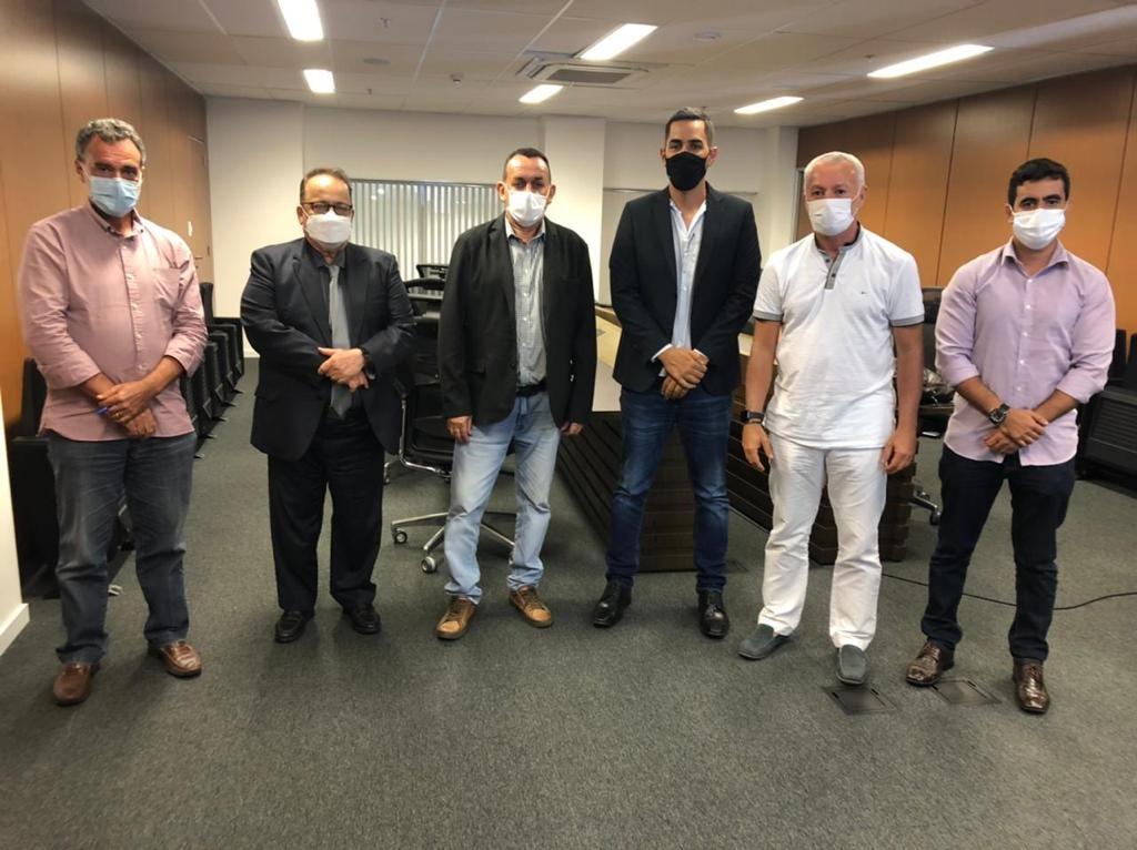 Prefeito Jobope e vice-prefeito Gustavo se reúnem com deputados e secretário para tratar de ações para segurança pública do município