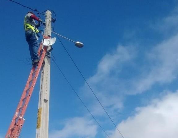 Prefeitura repõe lâmpadas e instala luminárias nas fazendas Belchior e Tanquinho, na região de Boa Paz