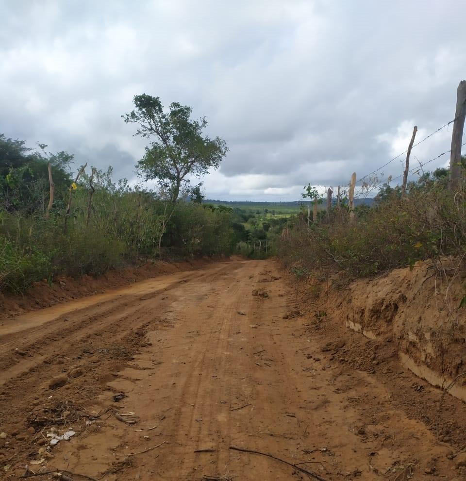 Prefeitura recupera estradas e leva infraestrutura à zona rural do município